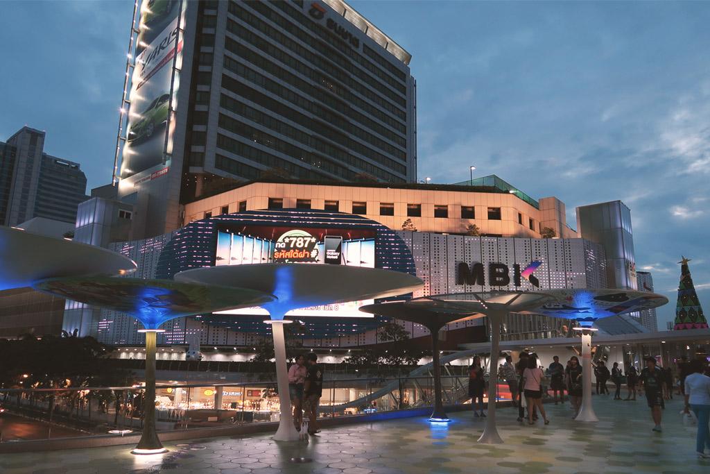 Die Shopping Mall MBK bei Nacht