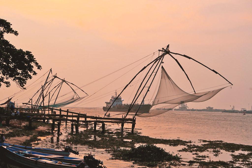 Fischernetze in Fort Kochi bei Sonnenuntergang - likeontravel
