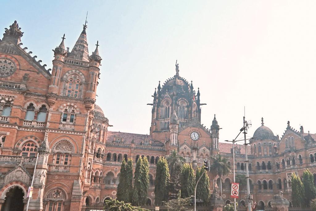 Mumbai Sehenswürdigkeiten - Besuche einen der größten Bahnhöfe der Welt