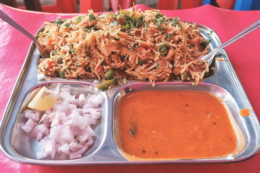 Mumbai Sehenswürdigkeiten - iss dich durch all die indischen Gerichte