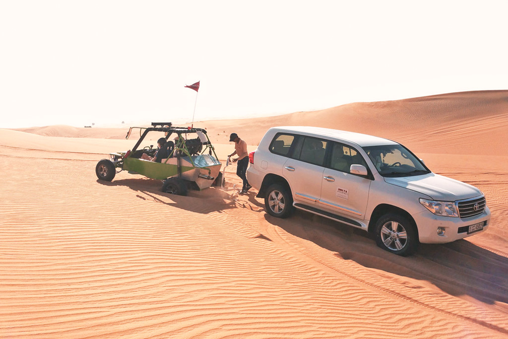 Buggytour in der Wüst von Dubai - Festgefahrener Buggy