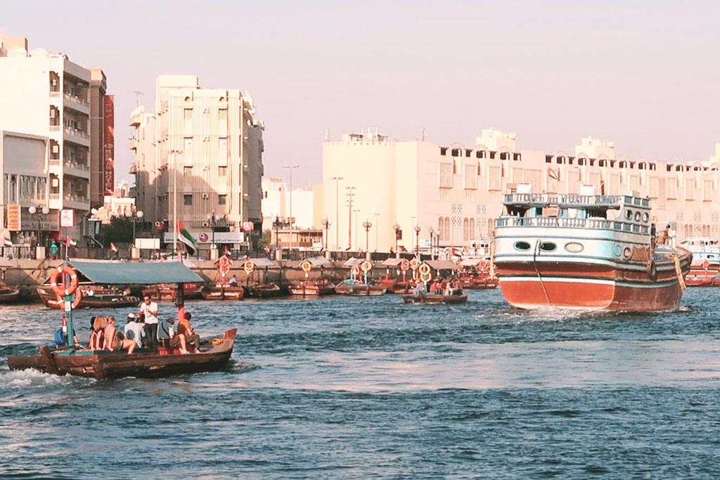 Holzboote in Dubai Oldtown zu den Souks