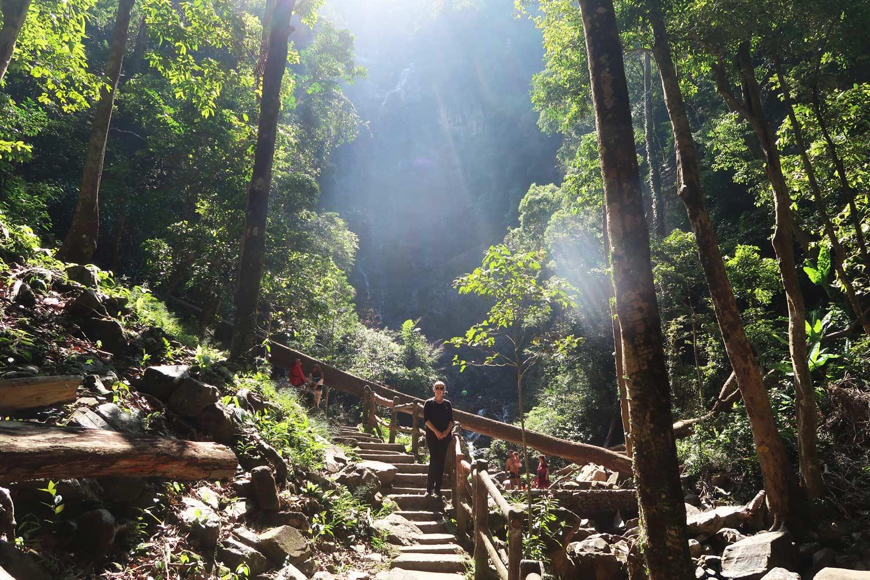 Der Temurun Wasserfall in Malaysia eignet sich perfekt als Tagesausflug