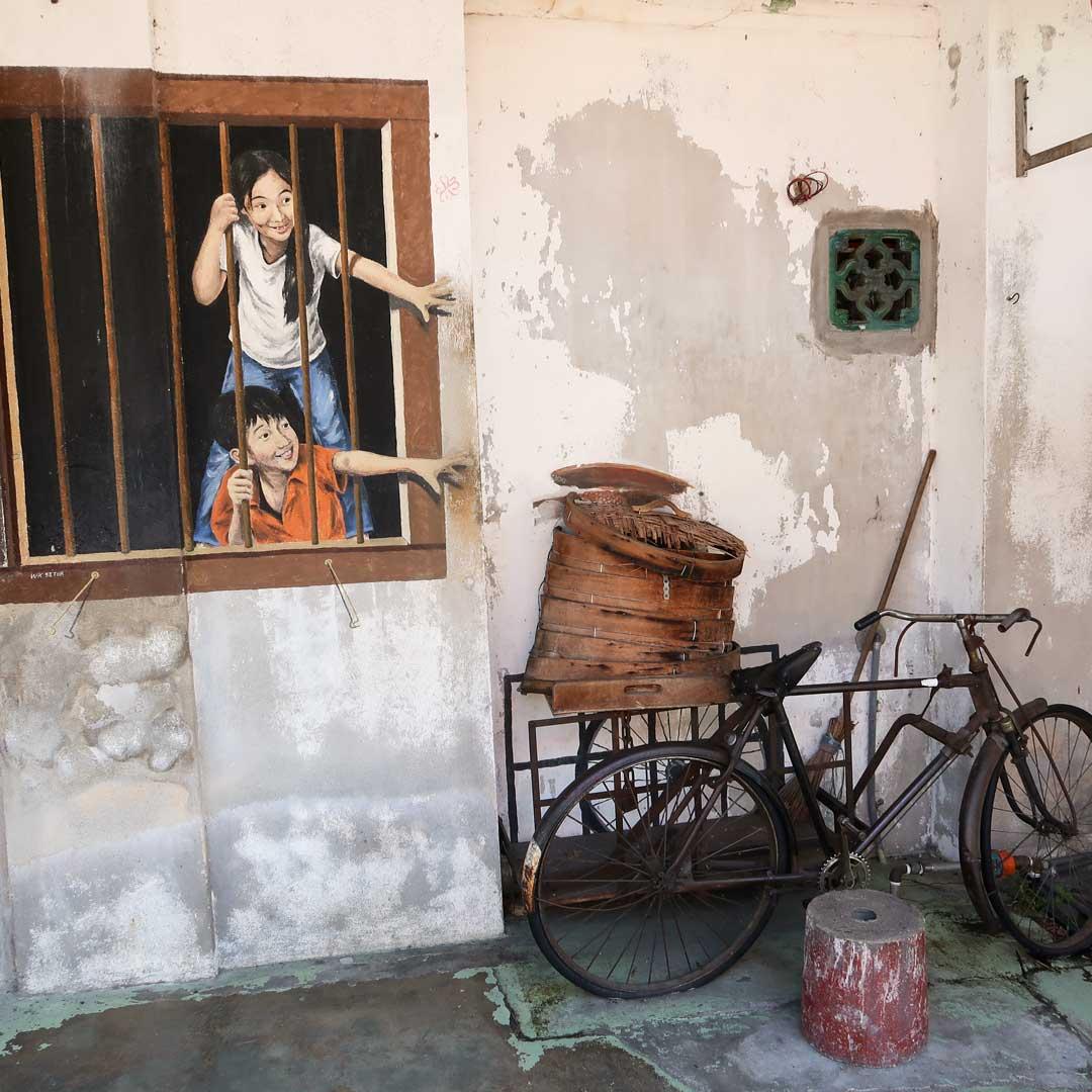 Überall in George Town Malaysia gibt es detailreiche Streetart