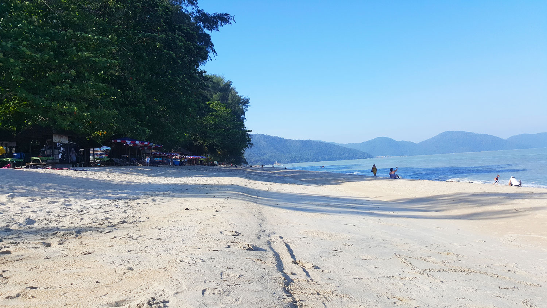 Der Batu Ferringhi Beach in Penang Malaysia