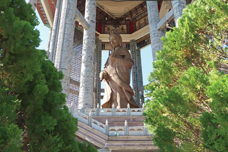 Eine riesige Lady Buddha Statue ist eines der Highlights des Kek Lok Si Tempels