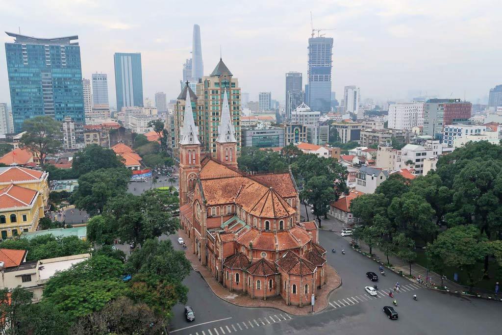 Notre Dame von oben aus dem Diamond Plaza - likeontravel