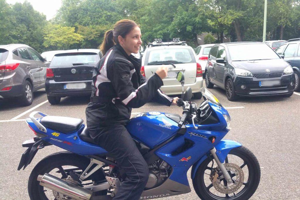 Erste Fahrversuche auf einer Honda CB125