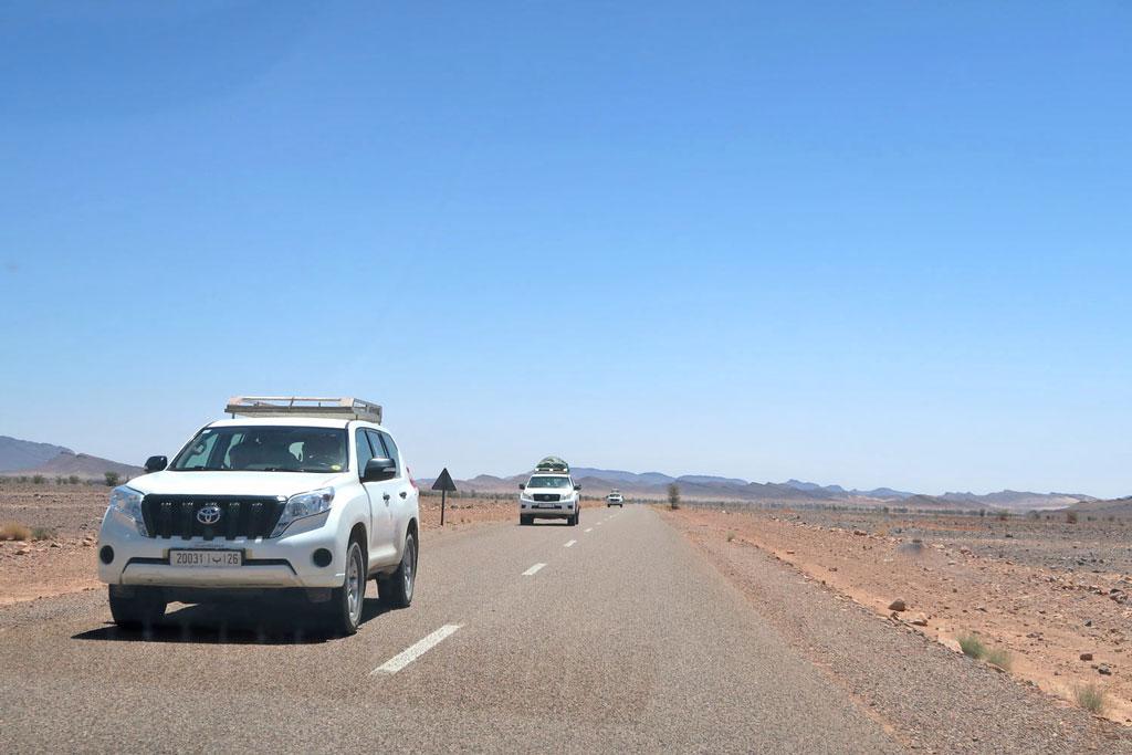Jeeps auf dem Weg nach Merzouga likeontravel