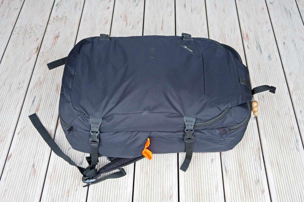 Handgepäcksrucksack Pacsafe Venturesafe EXP45 in schwarz
