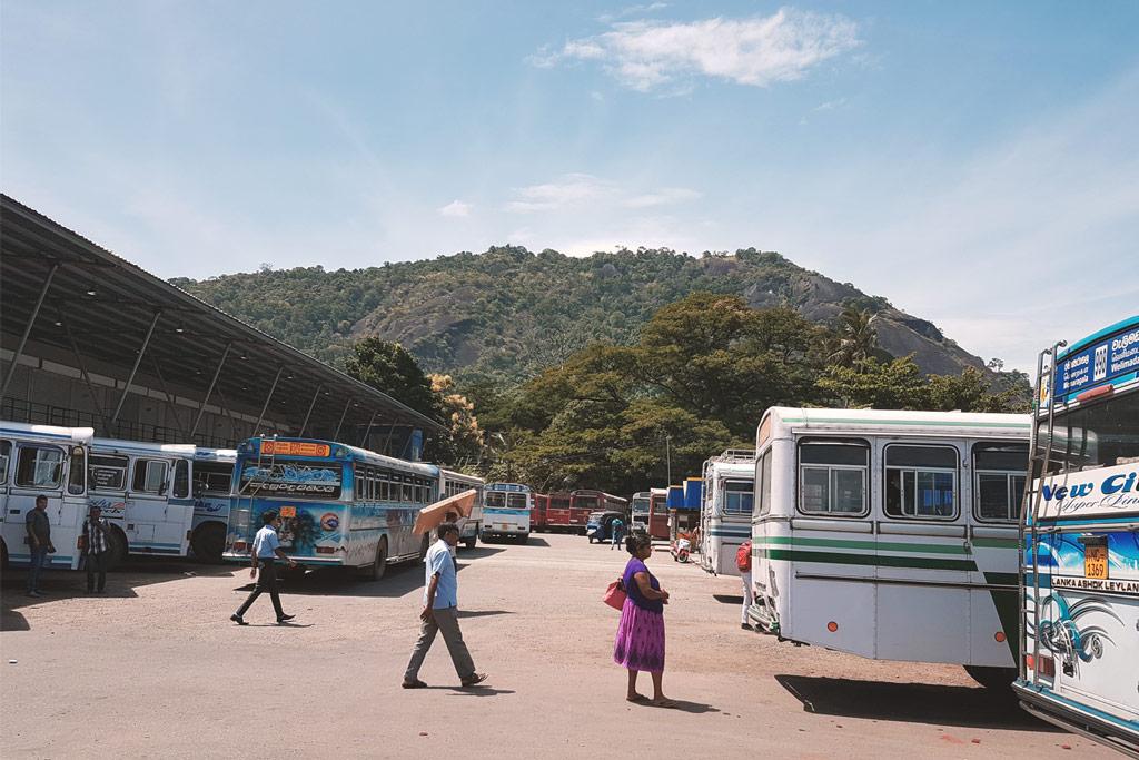 Mit dem Bus zum Yala Nationalpark