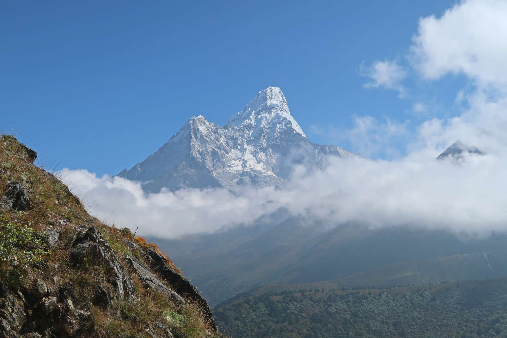 Blick auf den Ama Dablam- Everest Base Camp Trek - Likeontravel