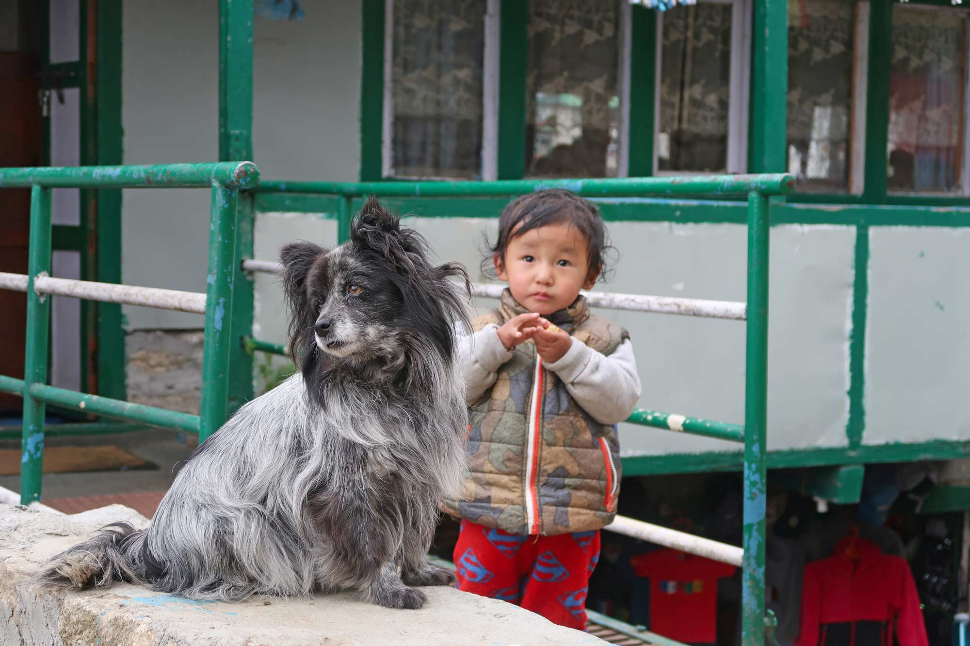 Kinder in Namche Bazaar - - Everest Base Camp Trek - Likeontravel