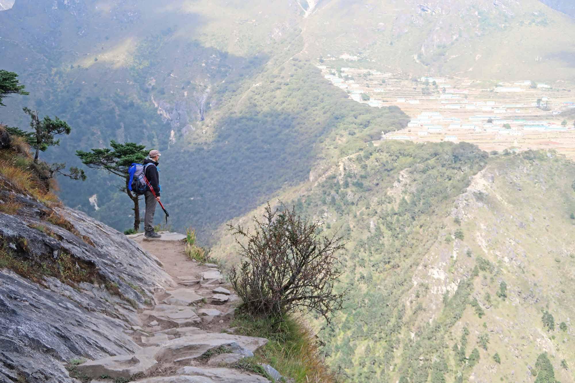 Bergpass vor Phortse auf dem Talblick auf dem Everest Base Camp Trek - Likeontravel