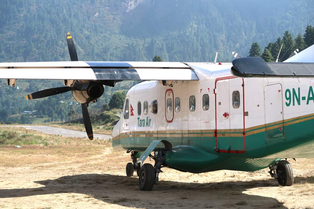 Das Flugzeug von Kathmandu nach Lukla - Likeontravel