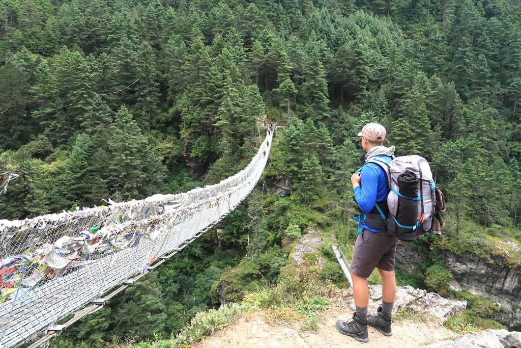 Schwingende Stahlseilbrücke nach Phakding - Likeontravel - Everest Base Camp Trek