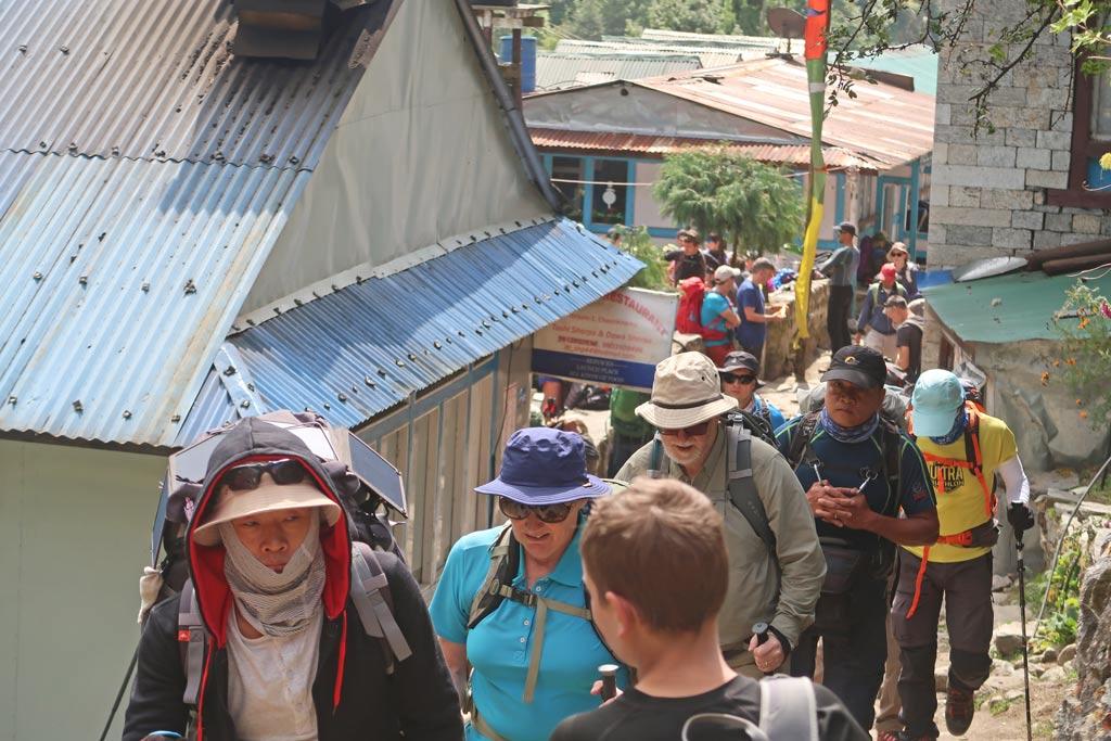 Gruppentrekking im Himalaya Gebirge