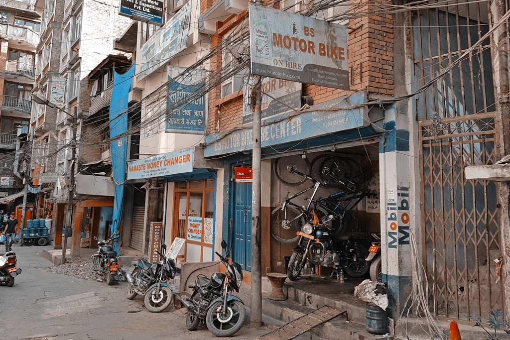 Motorradwerkstatt in Kathmandu