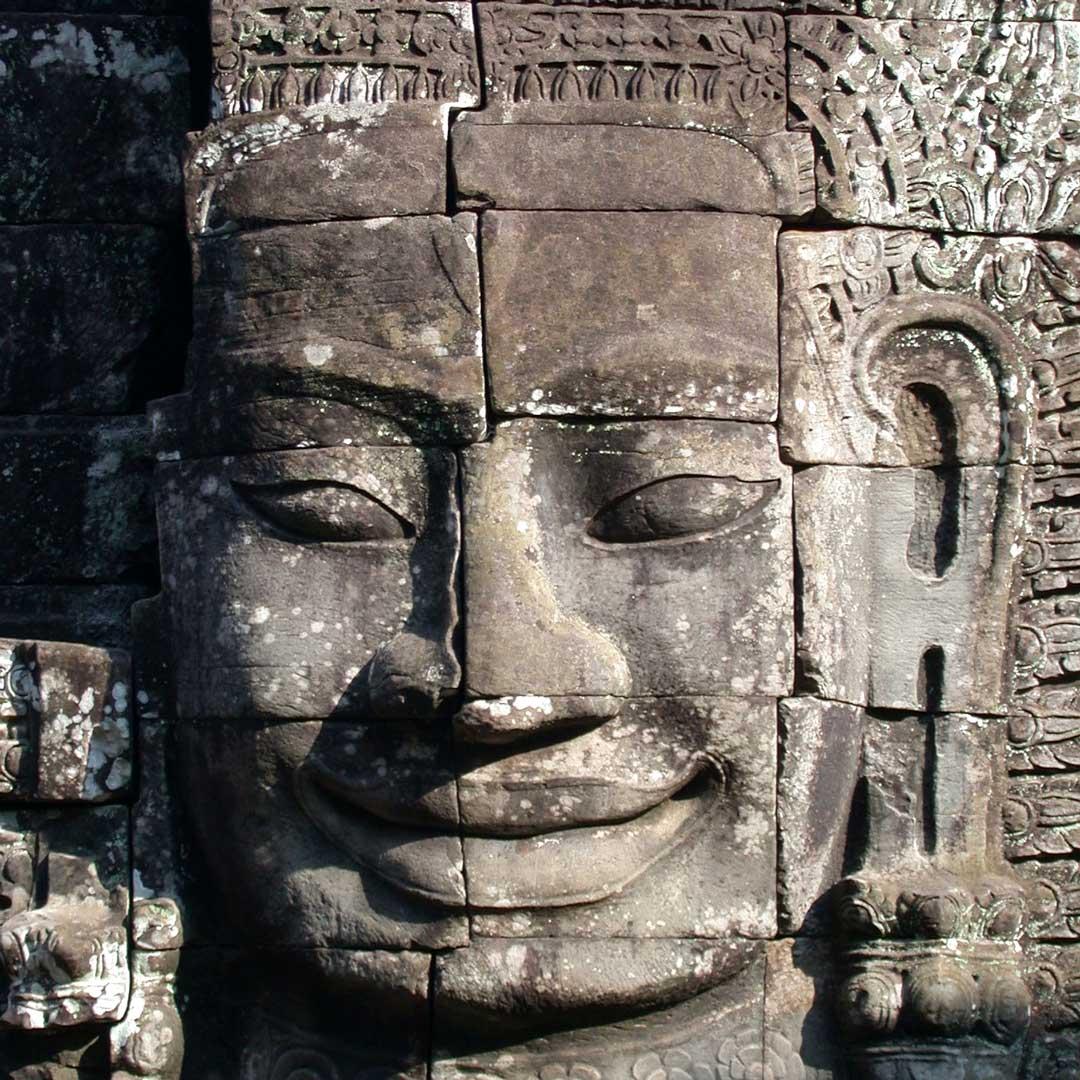 Eines, der vielen Gesichter des Bayon Tempels im Angkor Park