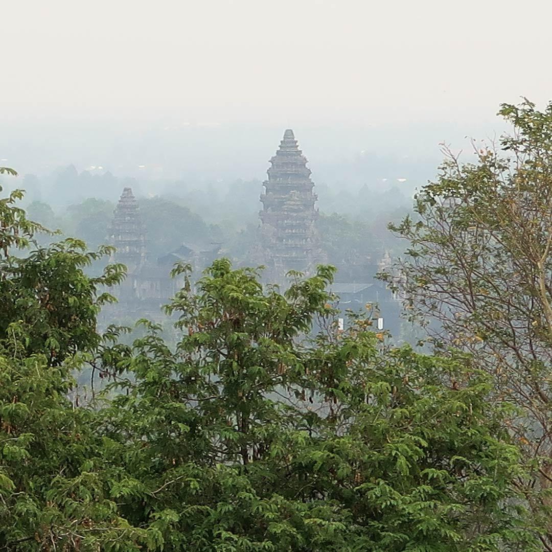 Vom Phnom Bakheng hat man die beste Aussicht auf den Angkor Park