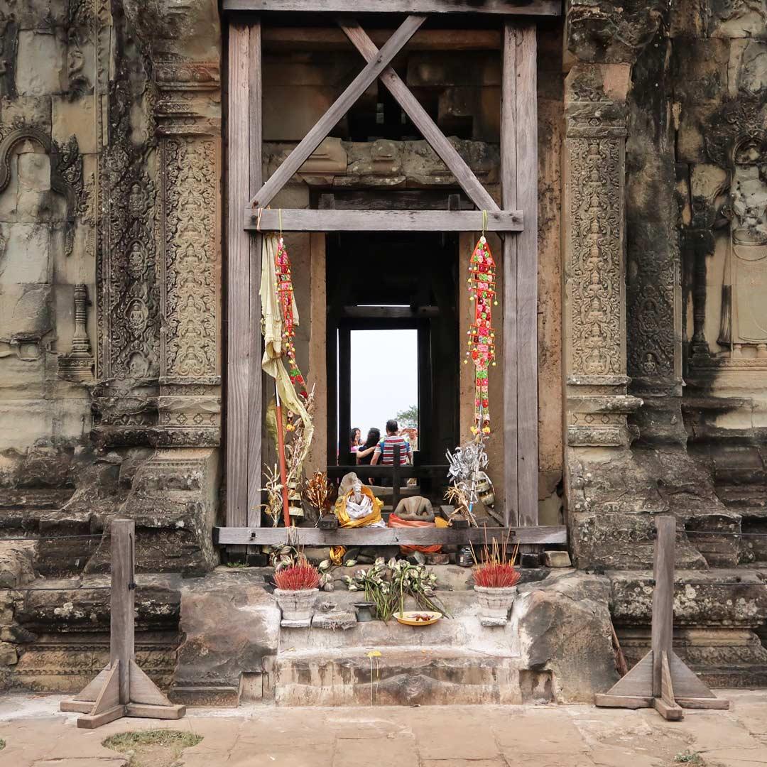 Auf dem Phnom Bakheng befindet sich eine kleine Aussichtsplattform mit mini Tempel