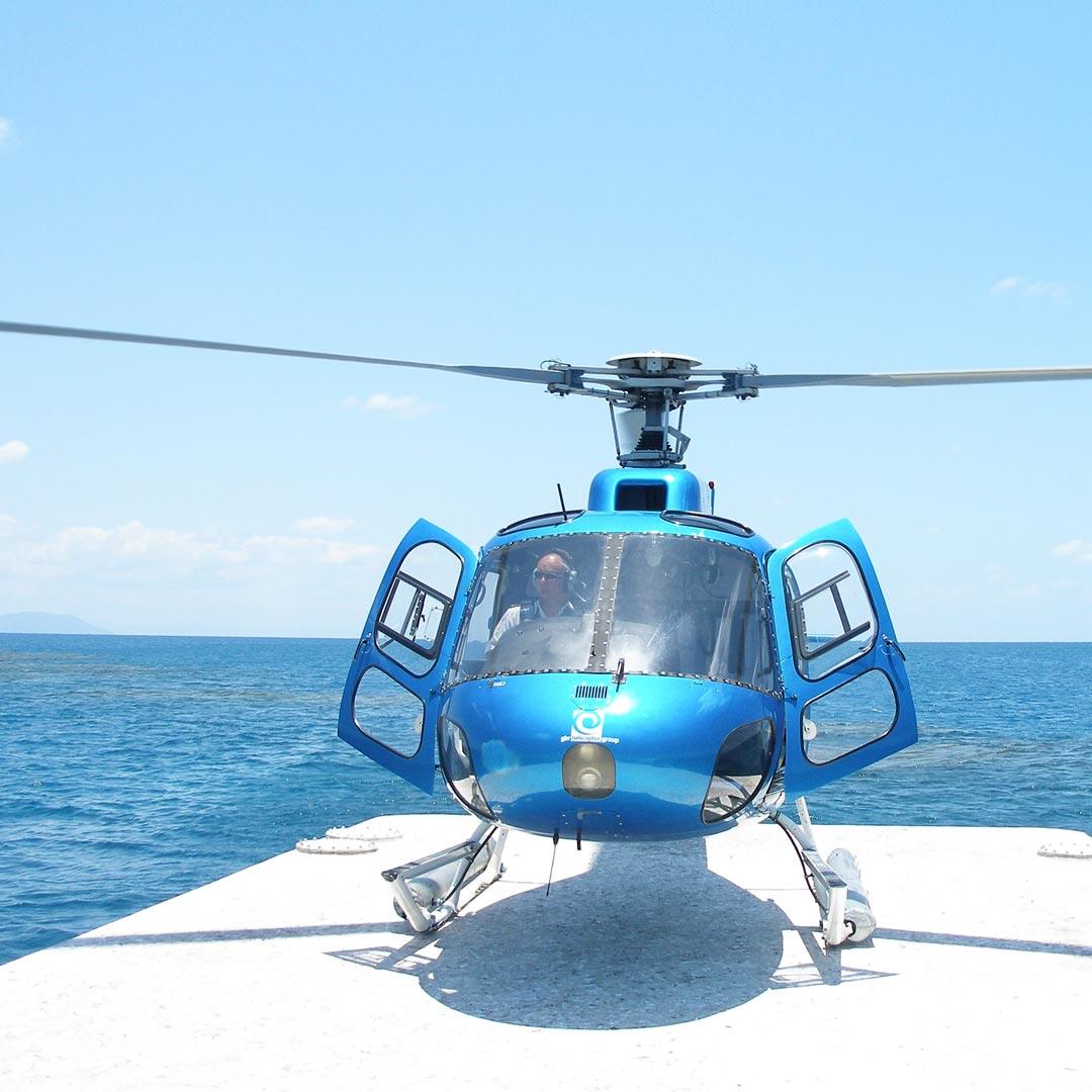 Bucket List Erlebnis: Helikopterflug über dem Great Barrier Reef