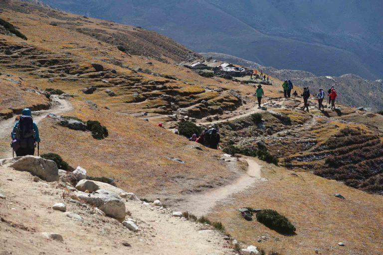 Solo Trekking zum Everest Base Camp. Weg bei Periche