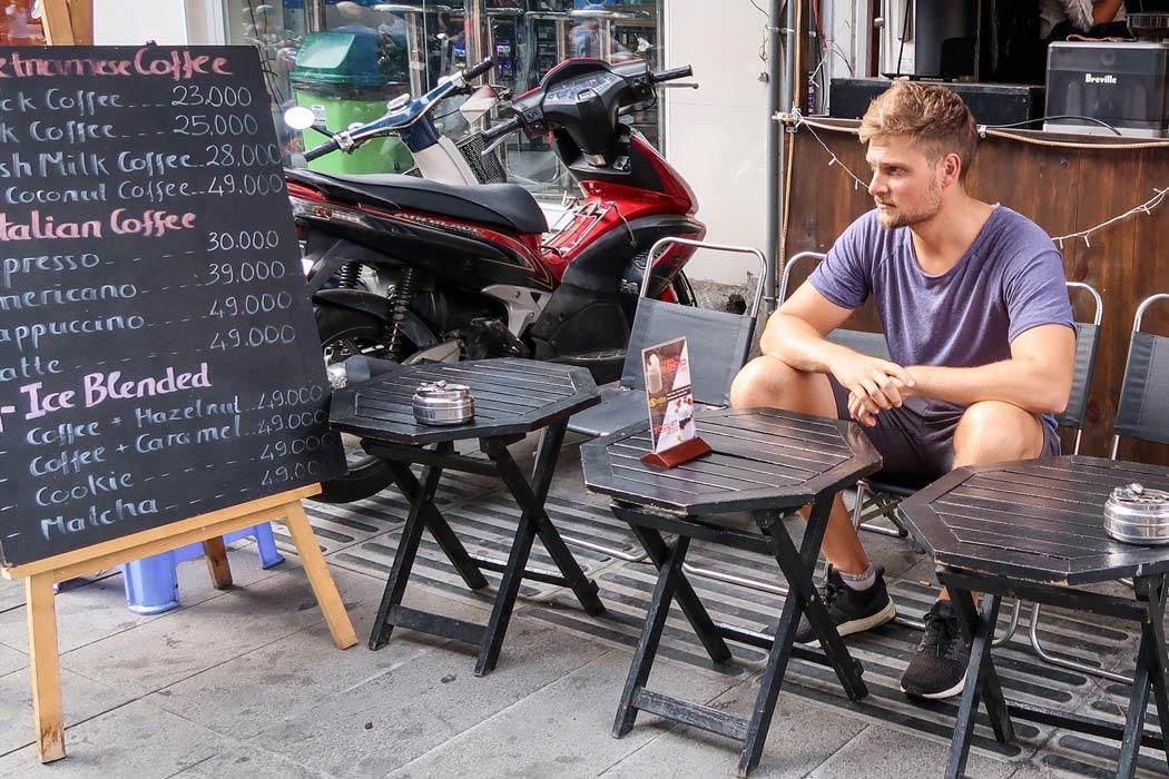 Typisches Cafe auf der Backpacker Strasse in HCMC