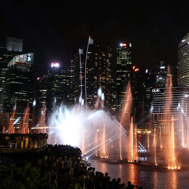 Fontänenshow in Singapur am Marina Bay Sands