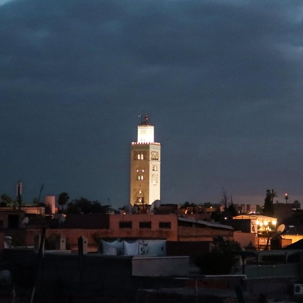 Eine Sehenswürdigkeit in Marrakesch bei Dunkelheit - Koutoubia Moschee