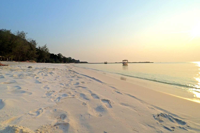 Sonnenuntergang am Long Beach auf Koh Rong - Kambodscha
