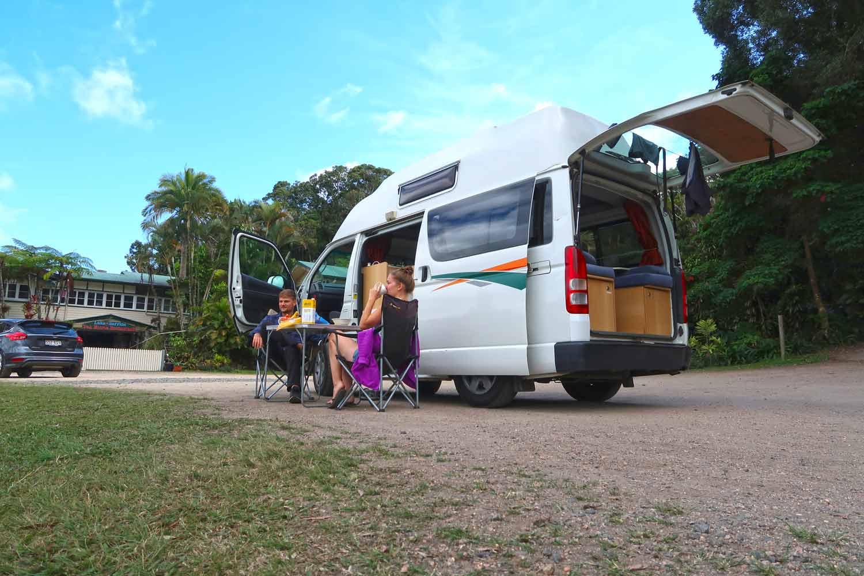 Mit dem Campervan kannst du dir die schönsten Foodspots suchen!