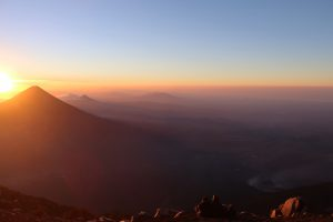 3976 Höhenmeter - Acatenango Vulkan Tour in Guatemala - Sonnenaufgang