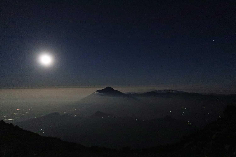 Vulkan Tajumulco - Höchster Punkt in Mittelamerika - Vollmond