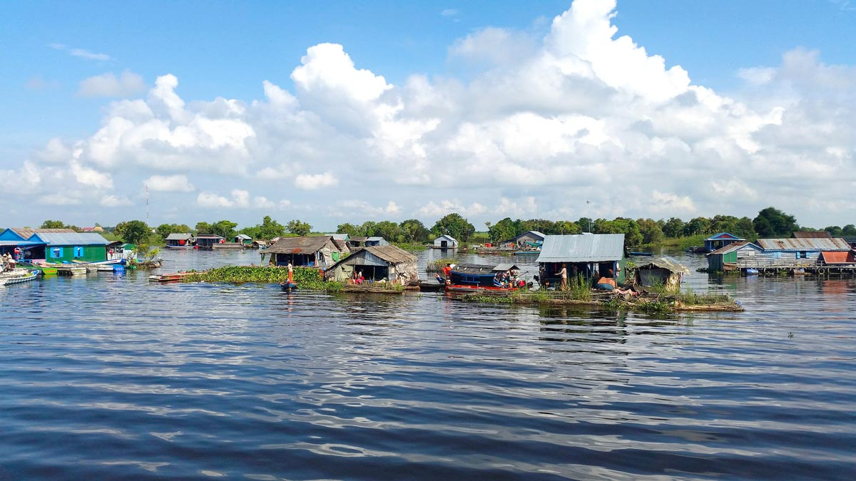 Kambodscha Rundreise - 11 Spots, die du nicht verpassen solltest! #kambodscha #rundreise #südostasien #tonlesap #see #sehenswert #siedlungen
