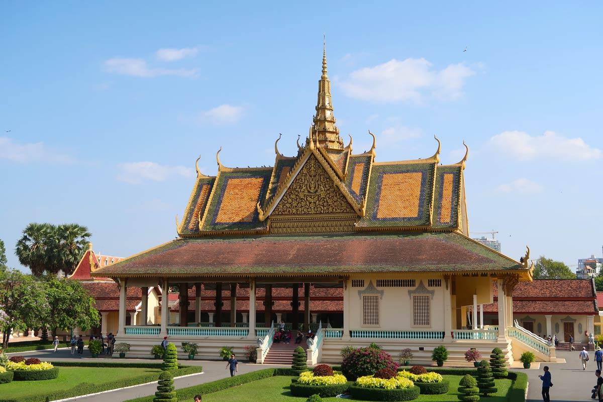 Kambodscha Rundreise - 11 Spots, die du nicht verpassen solltest! #kambodscha #rundreise #südostasien #königspalast #phnompenh #hauptstadt #sehenswürdigkeiten