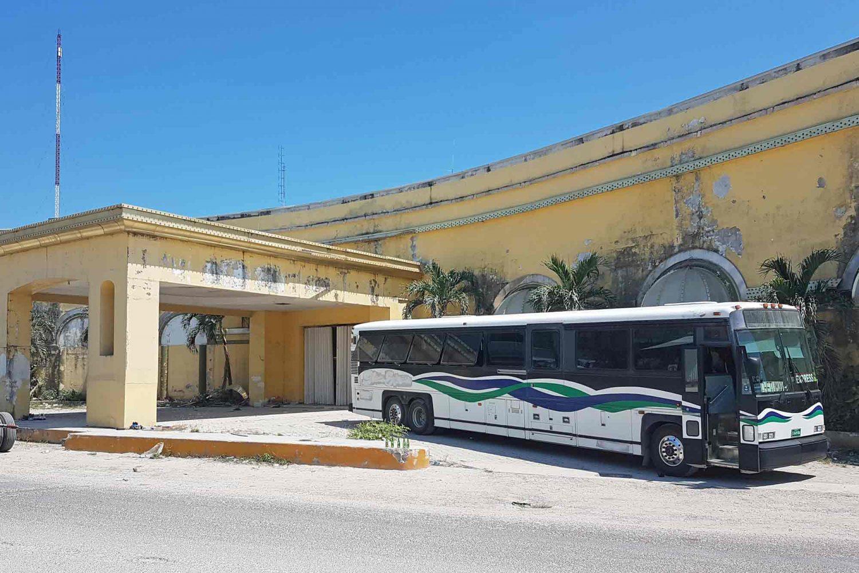 Bus an der Grenze zwischen Belize und Mexiko