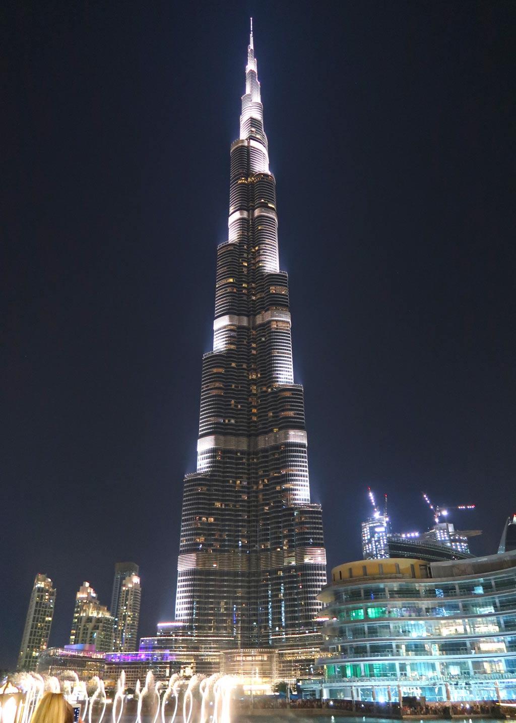 Dubai Rundreise - 5 gigantische Tage im Orient - Die Fontänenshow am Fuße des Burj Khalifa