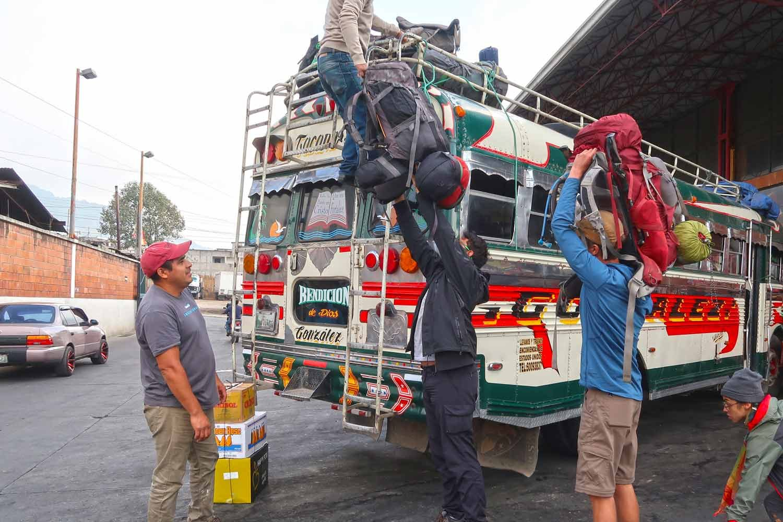 Guatemala Packliste - Was du in Mittelamerika brauchst - Gepäck beim Chicken Bus