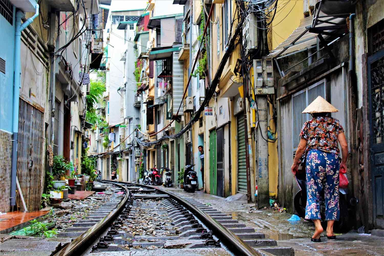 Hanoi Sehenswürdigkeiten - 10 Dinge, die du machen solltest - Train Street in Hanoi