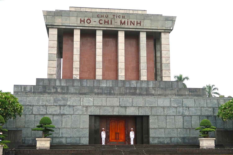 Hanoi Sehenswürdigkeiten - 10 Dinge, die du machen solltest - Ho-Chi-Minh-Mausoleum