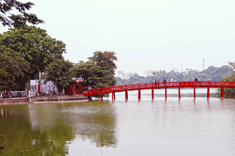 Hanoi Sehenswürdigkeiten - 10 Dinge, die du machen solltest - Die Brücke des Hoan Kiem Sees