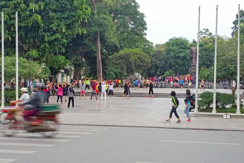 Tai Chi am Hoam-Kiem-See in Hanoi