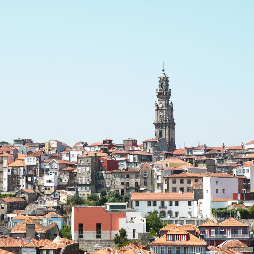 Portugal Rundreise: Besichtige den Clérigos Tower in Porto