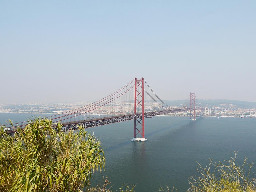 Portugal Rundreise - Besichtige die Ponte 25 de Abril in Lissabon