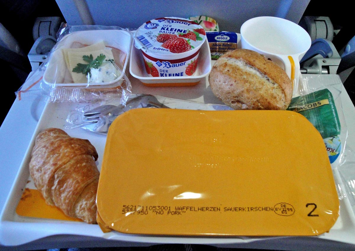Frühstück auf einem Langstreckenflug