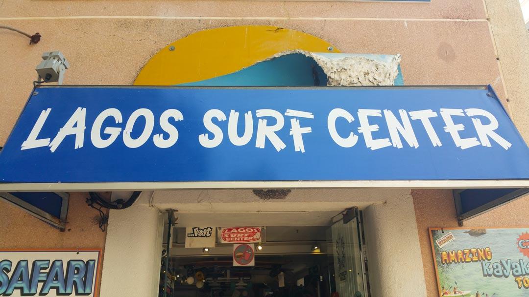 An der Algarve in Portugal gibt es unzählige Surfschulen