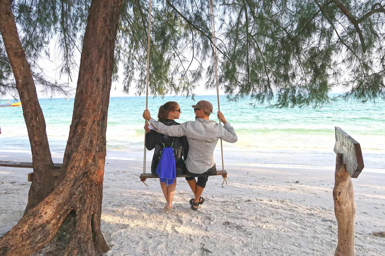 Likeontravel auf Koh Rong - Pärchen am Strand
