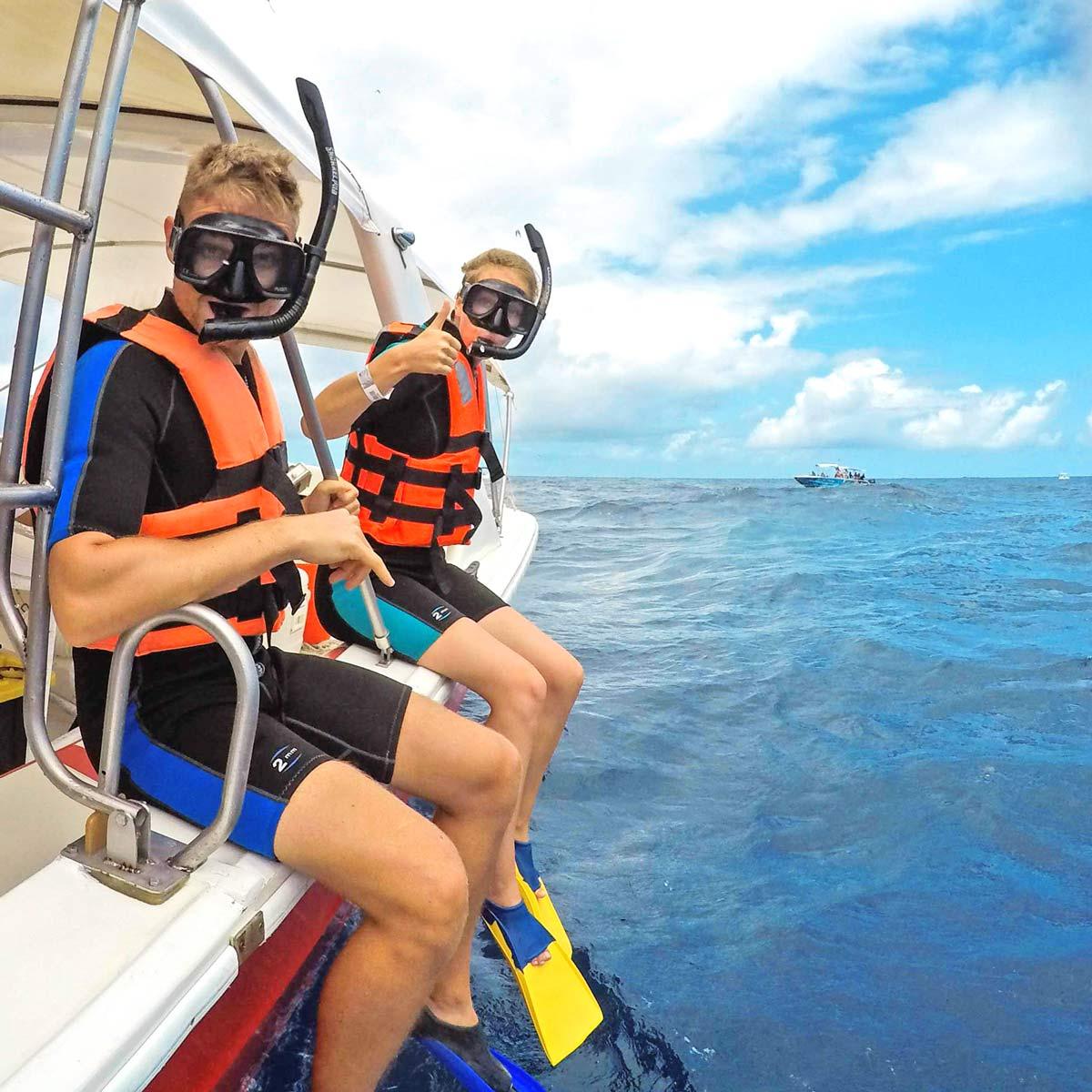 Schnorchel Sprung vom Boot
