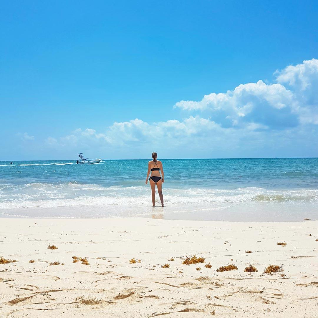 Plansche im Karibischen Meer in Mexiko